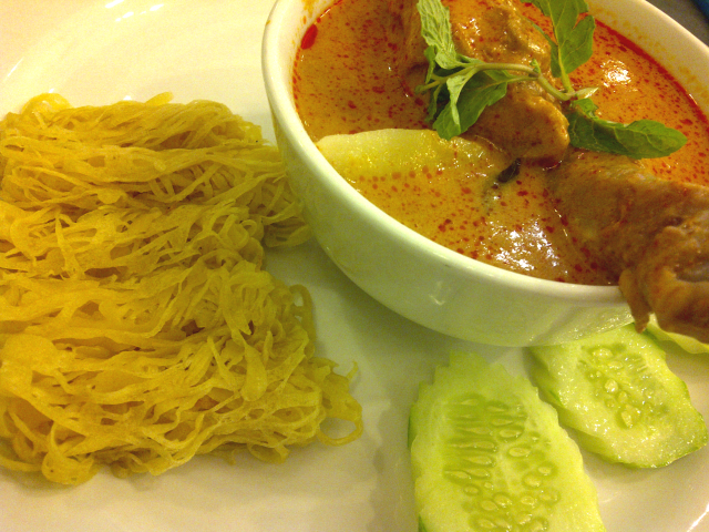 Roti jala with curry chicken Rm 8.90 per set